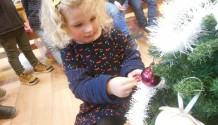 We versieren de kerstboom!