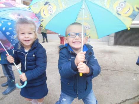 Jules onder de paraplu!