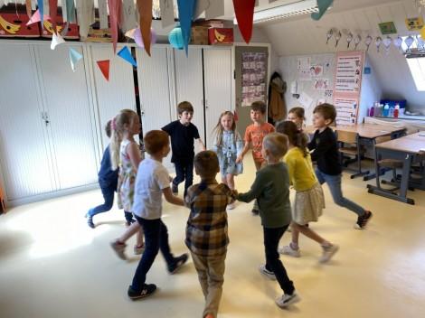 Sur le pont d'Avignon on y danse tous en rond!